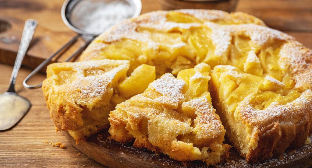 La torta di 6 mele e uno yogurt, poca farina e niente burro. Ha solo 95 calorie!