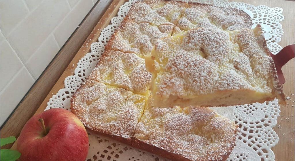 Senza burro, né olio, la torta di mele in teglia facilissima e super leggera. Ha solo 120 calorie!