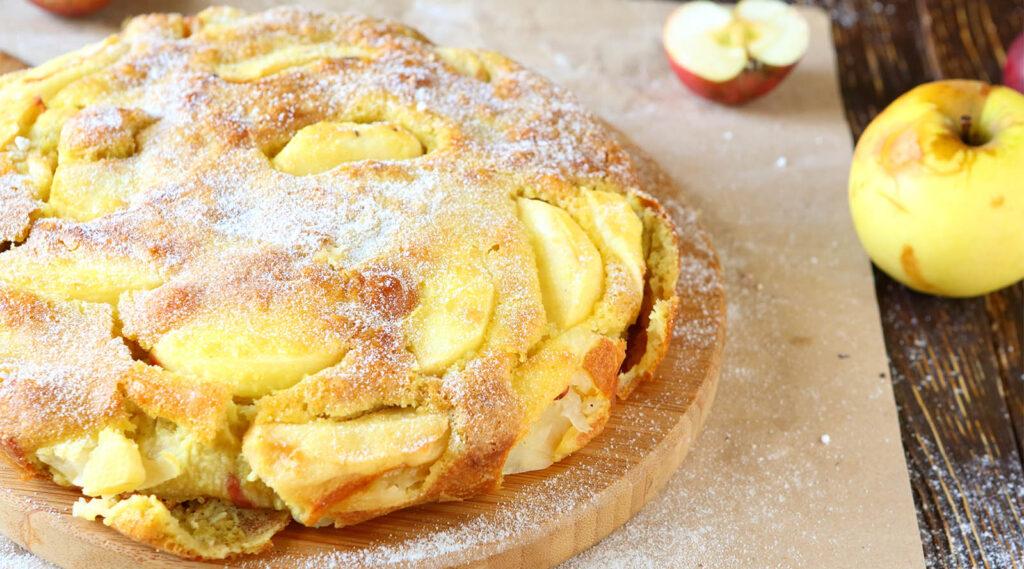 La torta di mele della nonna, un impasto velocissimo che delizierà tutti. Ha solo 170 calorie!