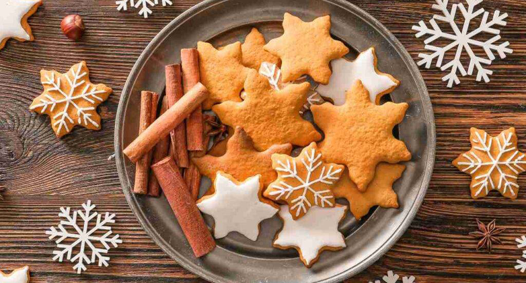 Biscotti di Natale con glassa e cannella senza zucchero, buonissimi e con sole 55 calorie!