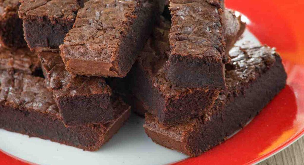 La torta brownies di pandoro, buonissima per riciclare il pandoro. Solo 170 Kcal!