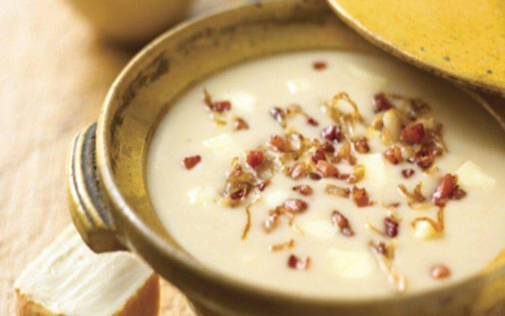 La vellutata di fagioli e cipolle, una ricetta dietetica per perdere peso. Meno di 250 Kcal!