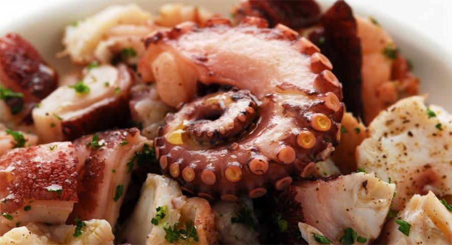Come cuocere il polpo perfettamente e averlo tenero, per un'insalata di polpo impeccabile!