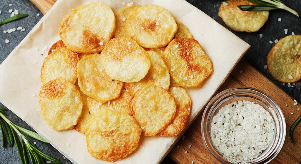 Chips di patate al forno? Ecco come farle light e perfette. Solo 140 Kcal!