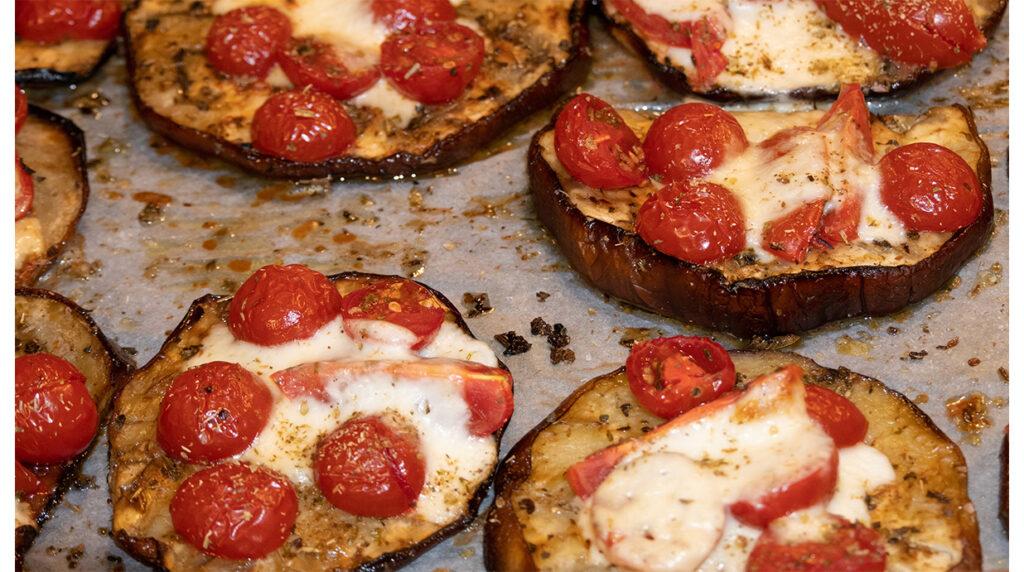 Le pizzette di melanzane al forno, light e velocissime. Solo 140 Kcal!