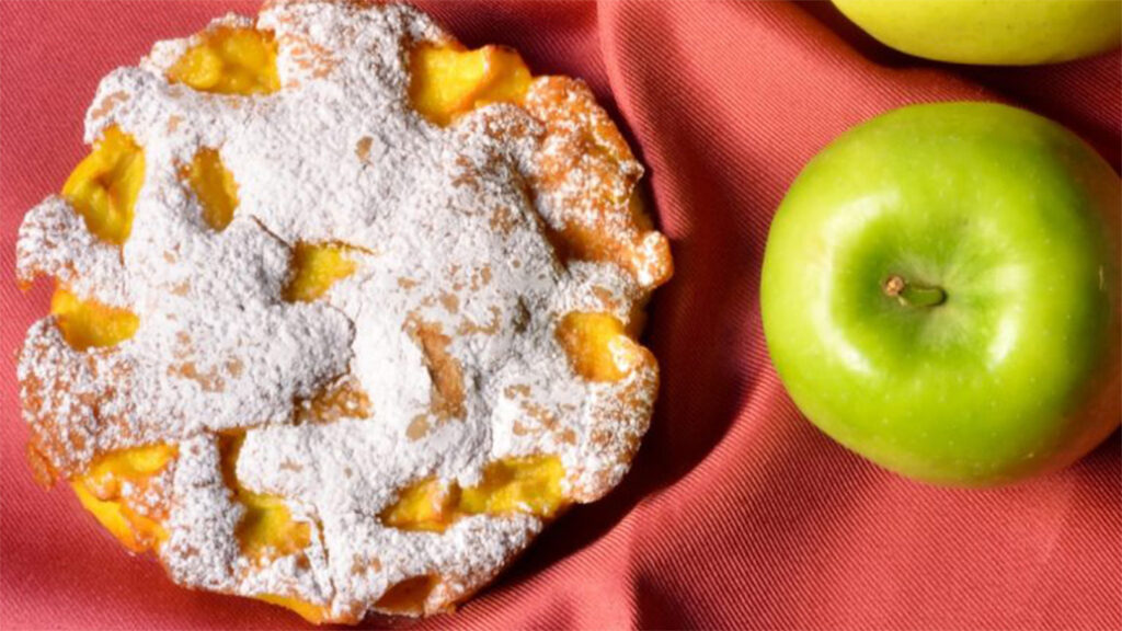 La torta di 3 mele, ma in miniatura. Pronta in 15 minuti e con sole 130 calorie!