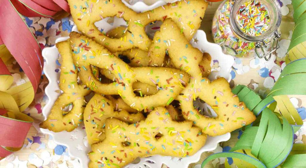 Biscotti maschere di Carnevale per far felici i più piccoli. Solo 120 Kcal!