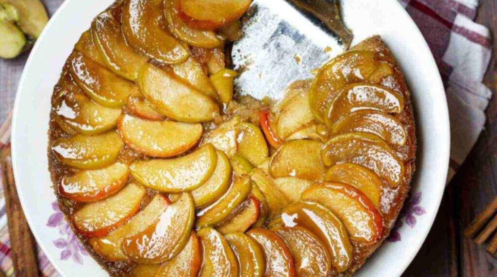 La torta rovesciata agli albumi e mela annurca senza burro e latte. Solo 150 Kcal!
