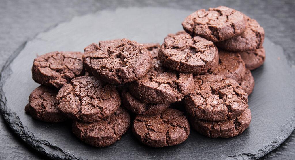 Biscotti integrali al cioccolato senza burro, più buoni di quelli normali. Solo 50 Kcal!
