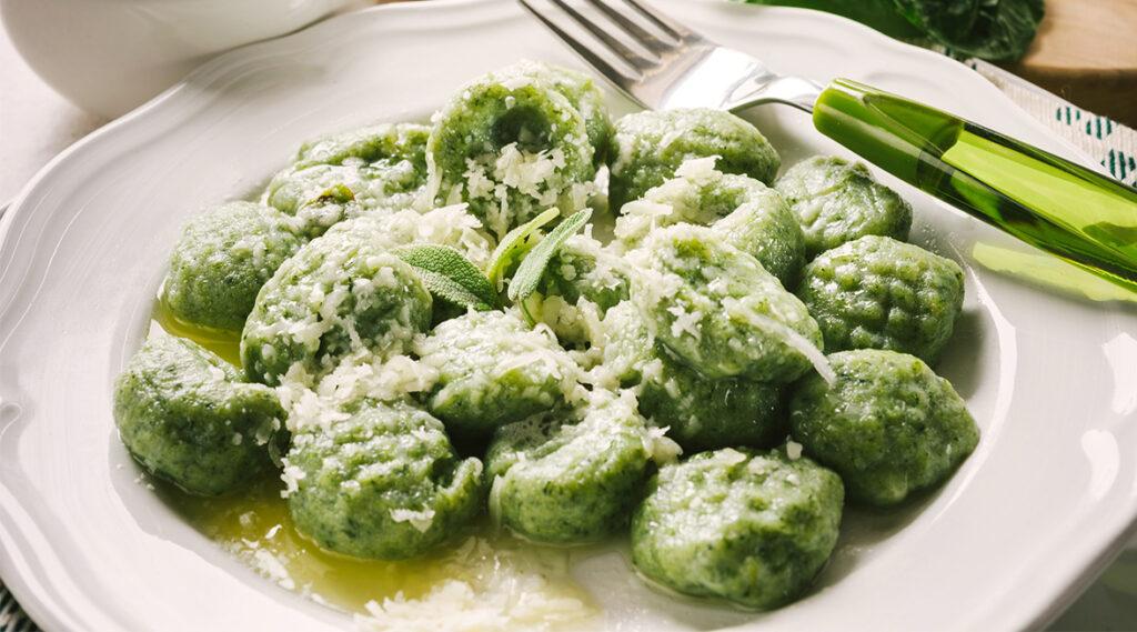 Gnocchi di spinaci e ricotta, l'impasto perfetto light con poca farina. Solo 240 Kcal!