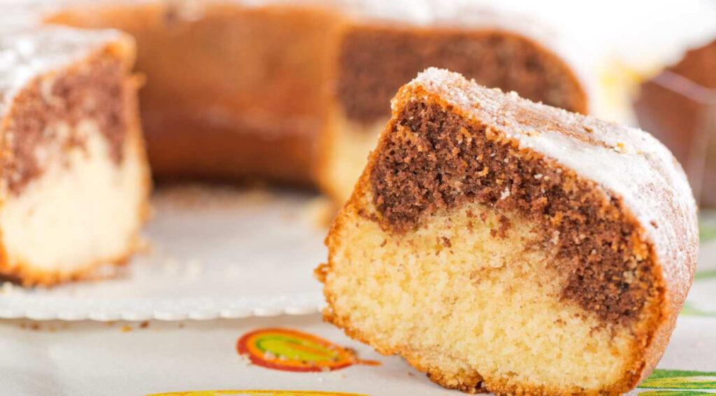 La ciambella bicolore ricotta e cacao light, ci vorrà solo 1 minuto e ha 150 Kcal!