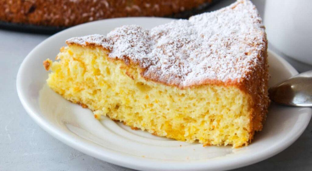 La torta all'arancia senza burro, così morbida da sciogliersi in bocca. Solo 170 Kcal!