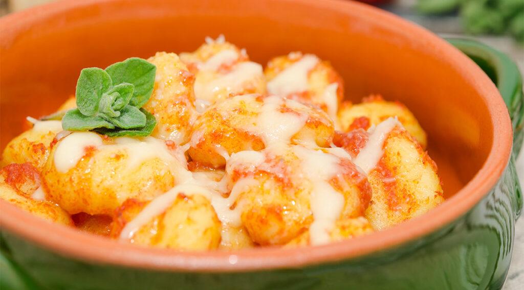 Gnocchi di patate al pomodoro per un pranzo veloce e leggero. Solo 260 Kcal!