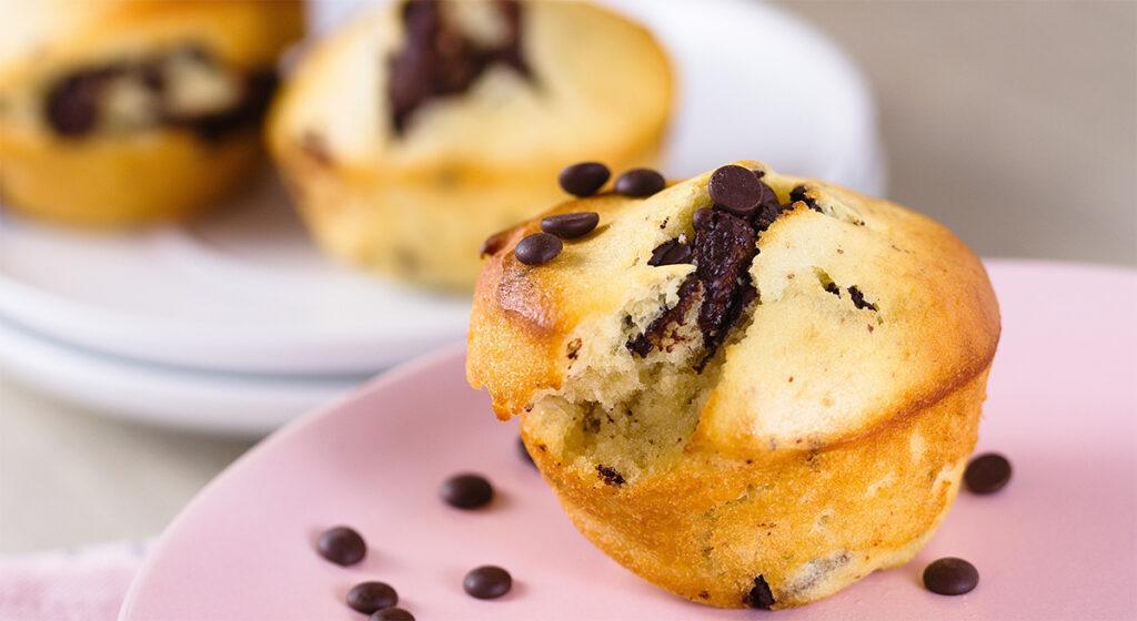 Muffin alla banana e gocce di cioccolato light, una vera prelibatezza. Solo 160 Kcal!