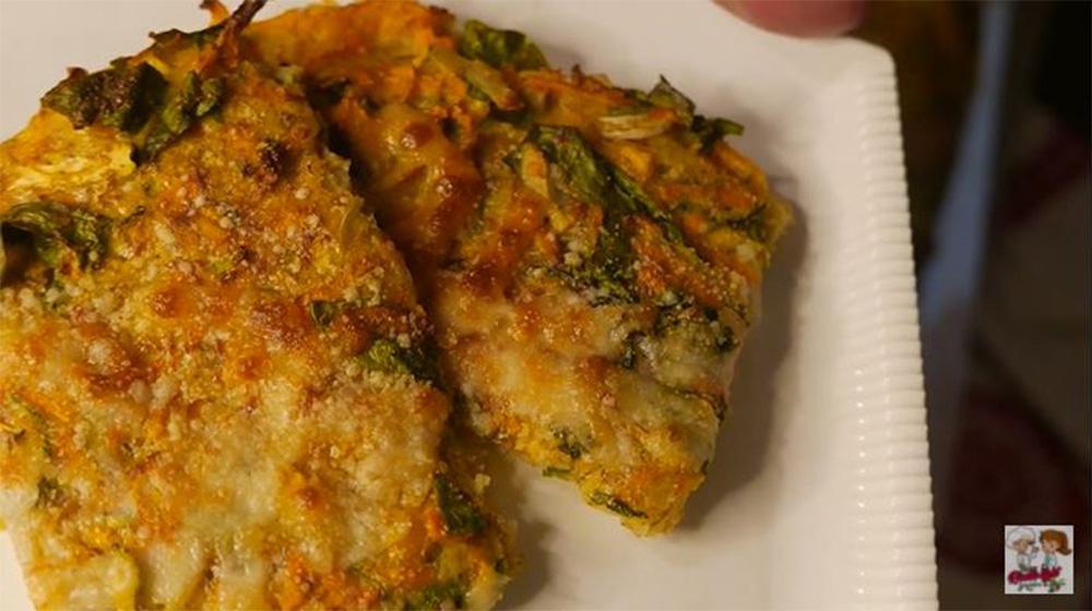 Mescola tutti gli ingredienti e prepara questa focaccia di verdure light. Ha solo 180 Kcal!