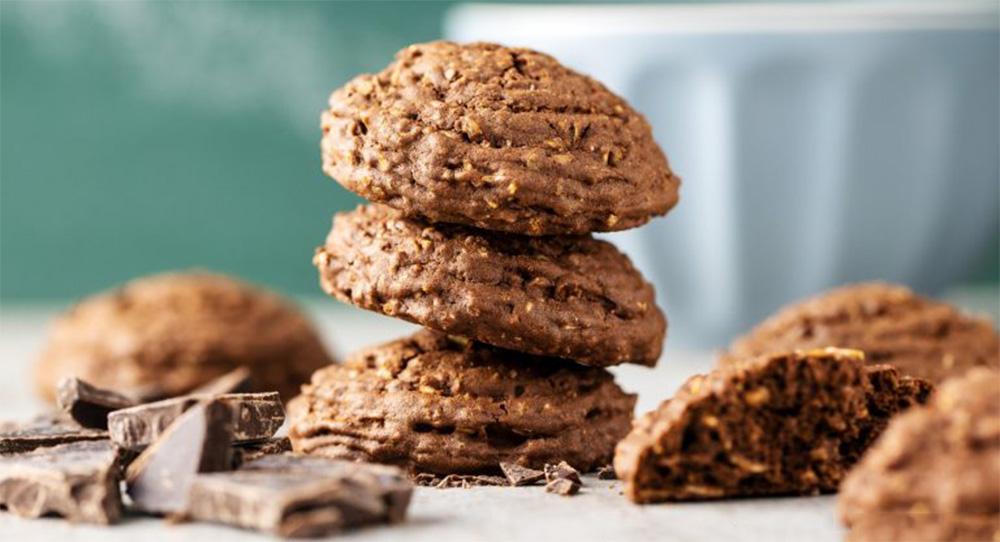 Biscotti al cioccolato light 3 ingredienti, ci vorranno 2 minuti. Solo 28 Kcal a biscotto!