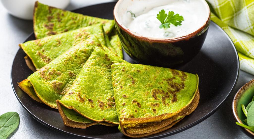 Le crêpes di spinaci senza farina e latte, l'impasto perfetto per chi è a dieta. Solo 90 Kcal!