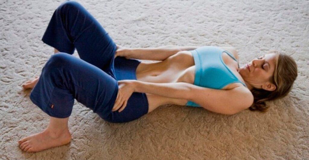 Un semplice esercizio di 5 minuti per sgonfiare lo stomaco e ridurre il girovita