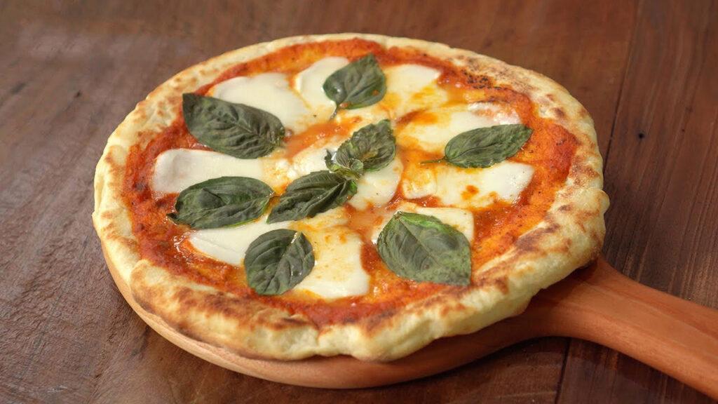 La pizza senza forno che si cuoce in pochissimo tempo e davvero deliziosa. Solo 180 Kcal!