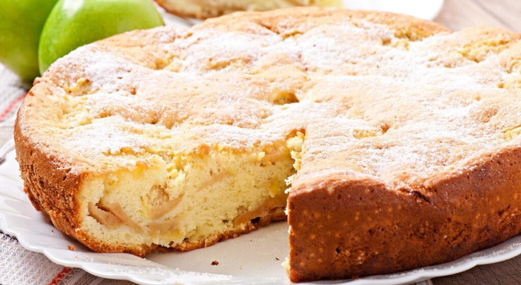 Metti tutto nel frullatore, la torta di mele light SENZA burro che si fa in 5 minuti. Solo 160 Kcal!