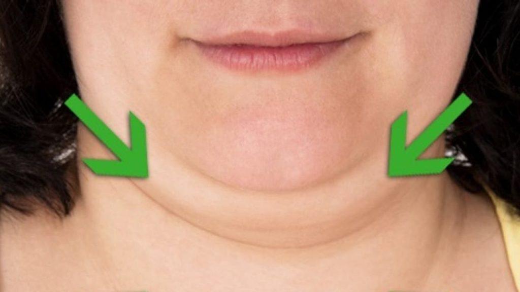Doppio mento, addio! 7 esercizi efficaci di yoga facciale che puoi fare 5 minuti al giorno