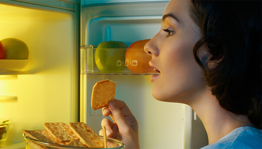 La dieta del digiuno di sera che ti aiuta a dimagrire e a dormire meglio