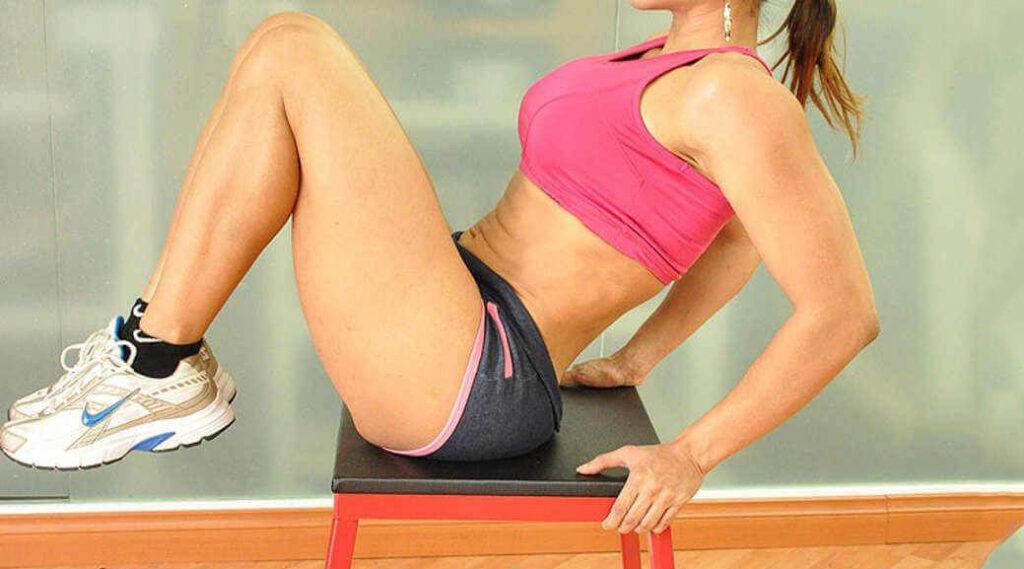 7 esercizi migliori da fare con una sedia per eliminare la pancia e tonificare tutto il corpo