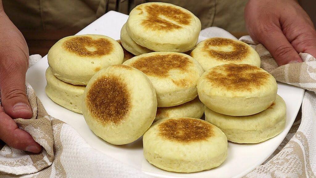 Le pagnottelle senza forno che si cuociono in padella, le farete sempre. Solo 150 Kcal!