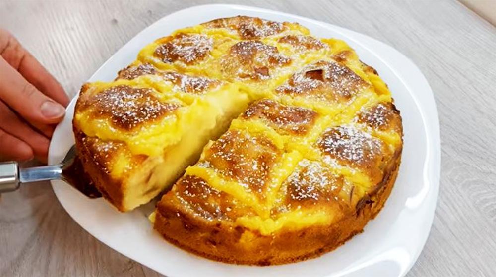 La torta di mele con crema pasticcera, un dolce light che si scioglie in bocca. Solo 150 Kcal!