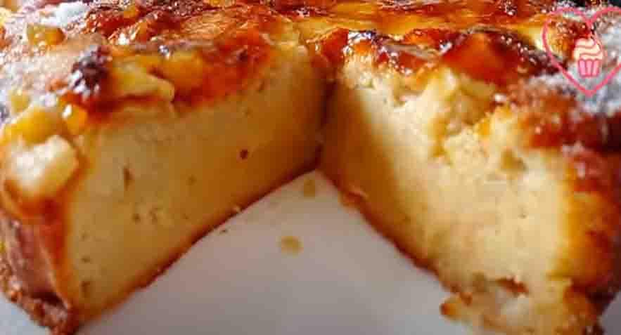 Grattugia 6 mele e aggiungi 2 yogurt, poca farina per una torta davvero deliziosa. Solo 135 Kcal!