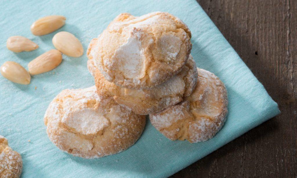 Biscotti all'arancia senza farina, burro e olio, perfetti per la colazione. Solo 70 Kcal!