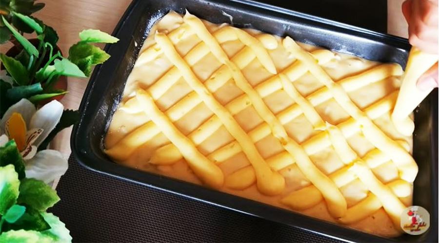 Aggiungi la crema alla torta di mele e il risultato sarà delizioso. Ha solo 190 Kcal!