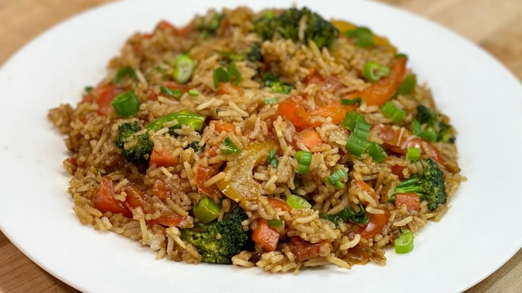 Riso saltato con verdure, non lo avete mai mangiato così. Solo 350 Kcal!