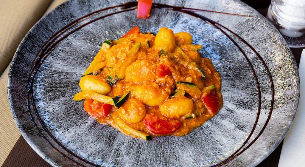 Gnocchi con zucchine e pesce spada, un primo piatto veloce e leggero. Solo 330 Kcal!