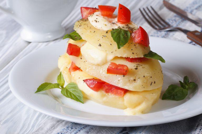 Preparate la parmigiana di patate così e poi infornate, dietetica e buona. Solo 240 Kcal!