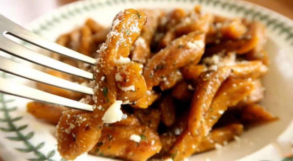 La pasta di peperoni, avete mai pensato di farla? Davvero buonissima, ha solo 270 Kcal!