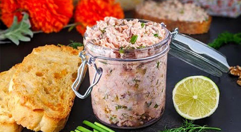 Avete mai provato il pesto al salmone? Ecco qui la ricetta, ha solo 130 calorie!