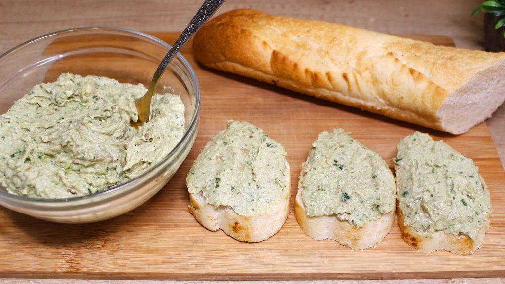 Pesto di melanzane light, da spalmare su pane o per condire la pasta. Solo 85 Kcal!