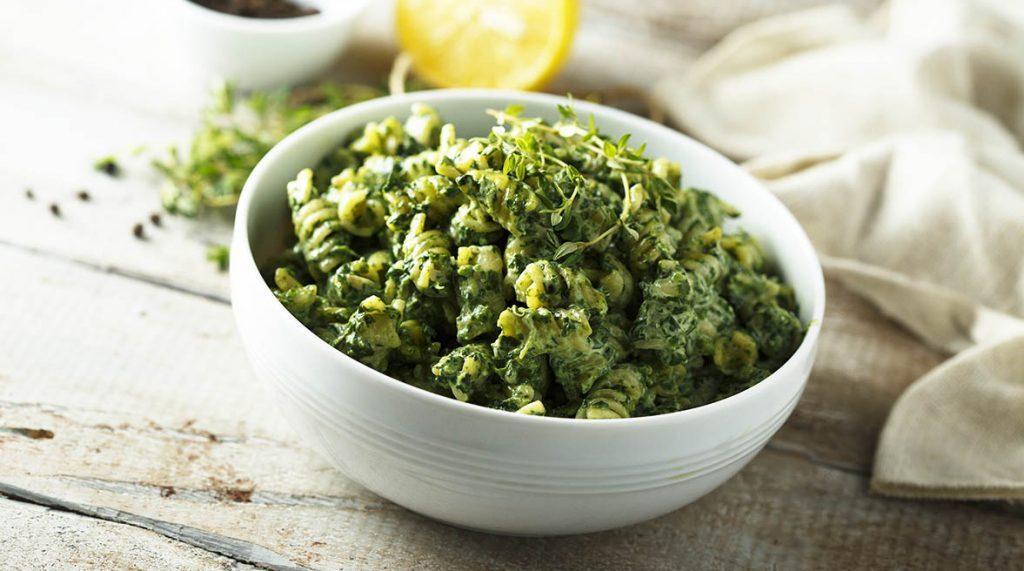 Il pesto di zucchine light, perfetto per condire la pasta. Ha solo 80 Kcal!