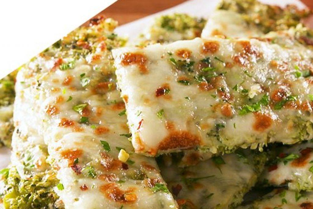 La pizza di zucchine senza farina, gustosa e leggera con sole 340 calorie!