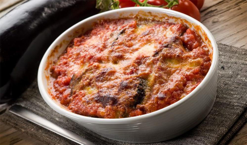 Il timballo di riso alla parmigiana senza grassi, pronto in 4 minuti. Ha solo 370 Kcal!