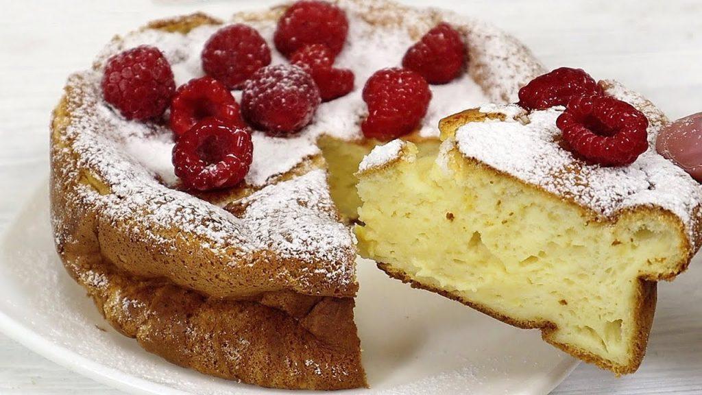 La torta allo yogurt e frutti di bosco, con pochissime calorie. Solo 90 Kcal!