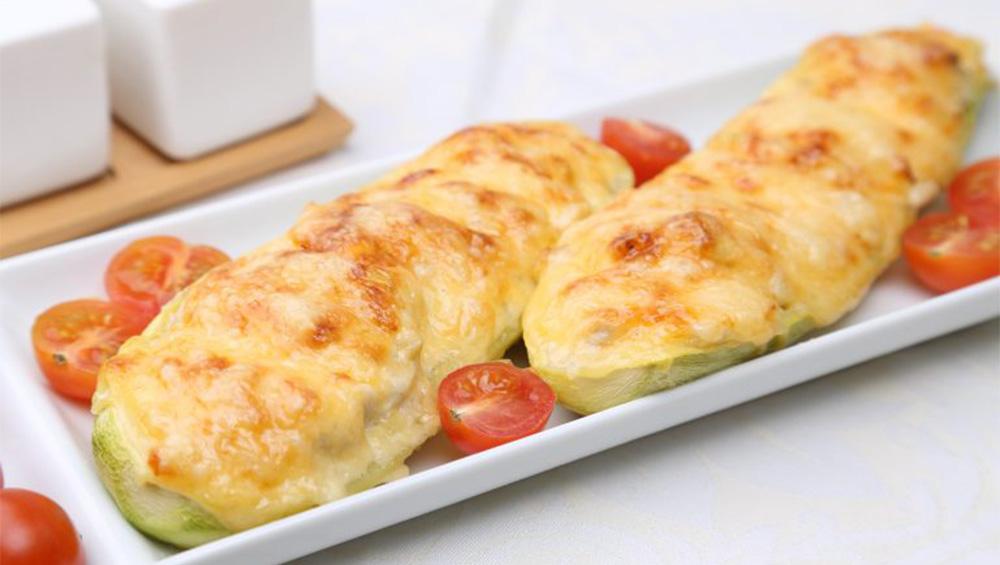 Le zucchine ripiene al forno, la ricetta senza carne e ultra dietetica. Ha meno di 100 Kcal!