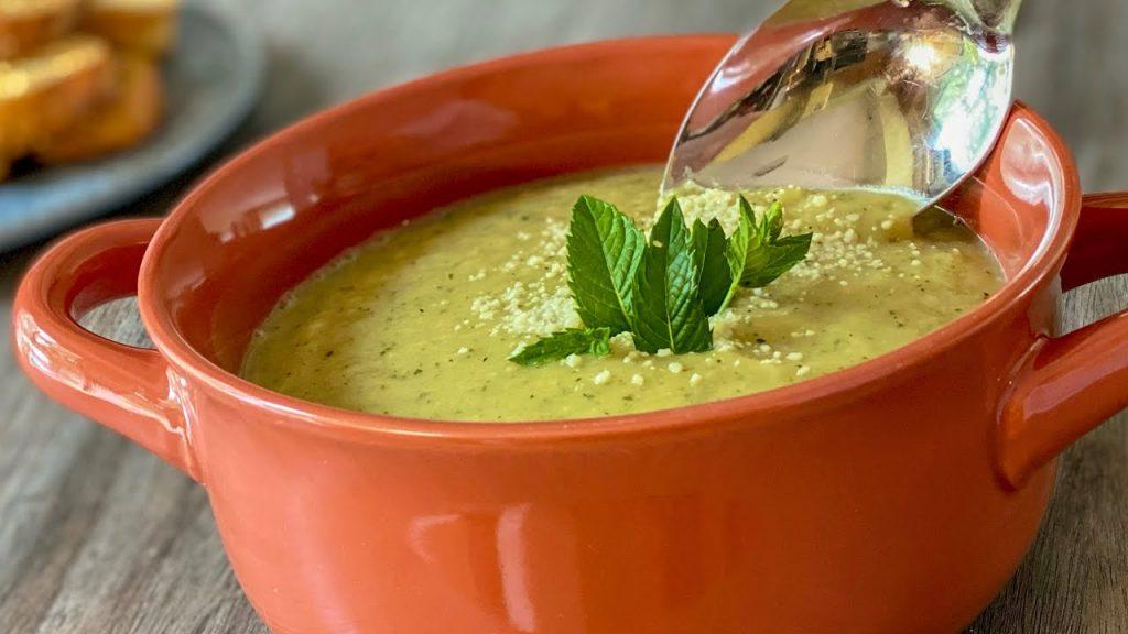 La zuppa di zucchine buona e dietetica, ottima per restare in forma. Solo 340 Kcal!