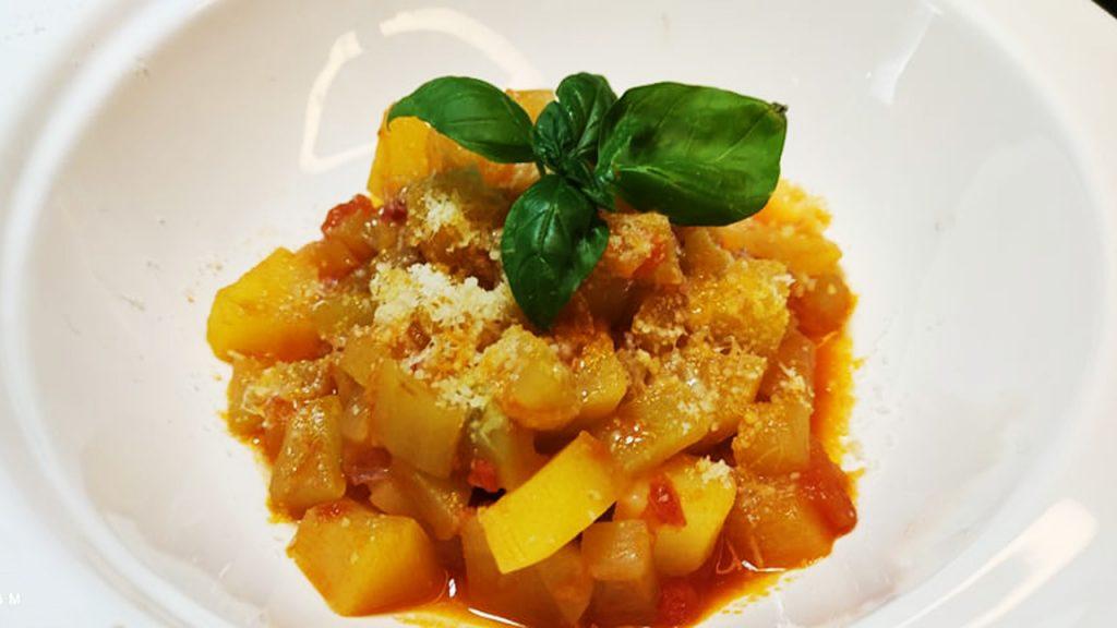 Zuppa di zucchine lunga e patate, perfetta per dimagrire e depurarsi. Solo 190 Kcal!