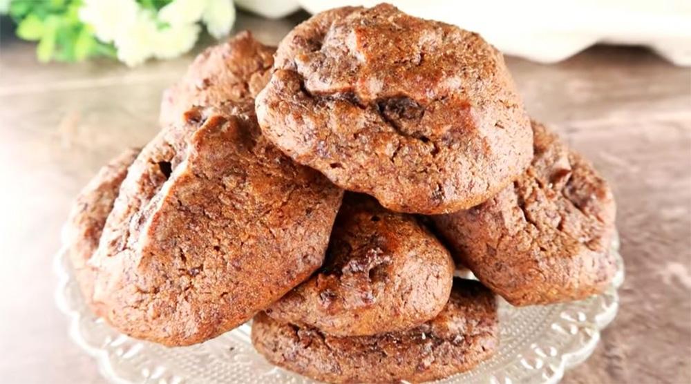 Biscotti solo frutta: sembrano al cioccolato, ma non lo sono. Solo 50 Kcal!