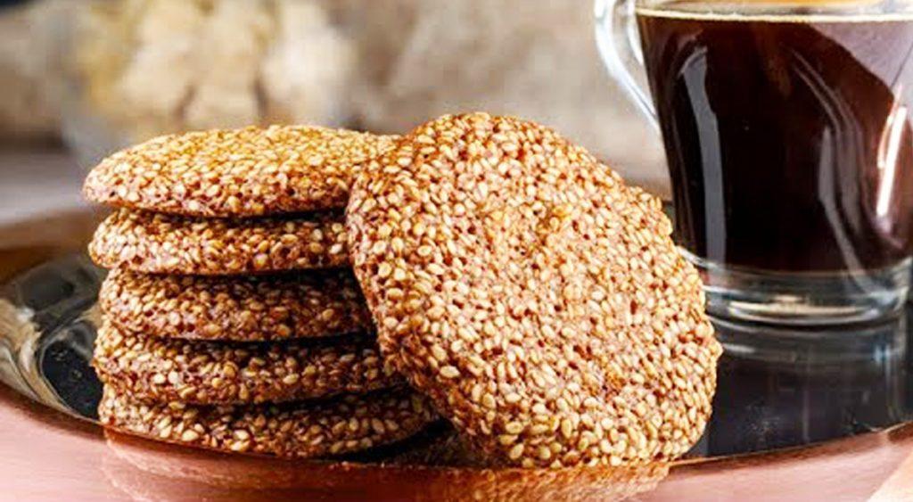 Biscotti croccanti senza farina, burro e latte, avrete bisogno solo di 3 ingredienti.