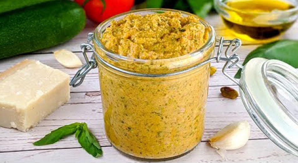 La crema alle zucchine per condire quello che vuoi, mai fatta così dietetica. Solo 80 Kcal!