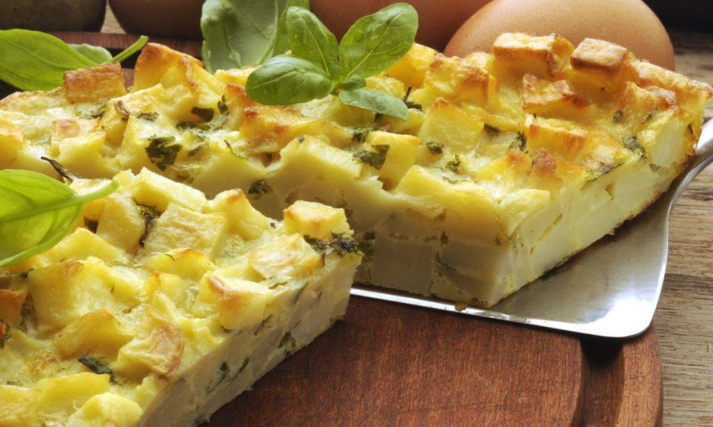 Frittata di patate al forno, l'avete mai provata senza friggerla in padella? Solo 270 Kcal!