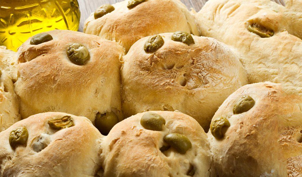 Le pagnottelle alle olive, così buone e saporite che le farete sempre. Solo 110 Kcal!